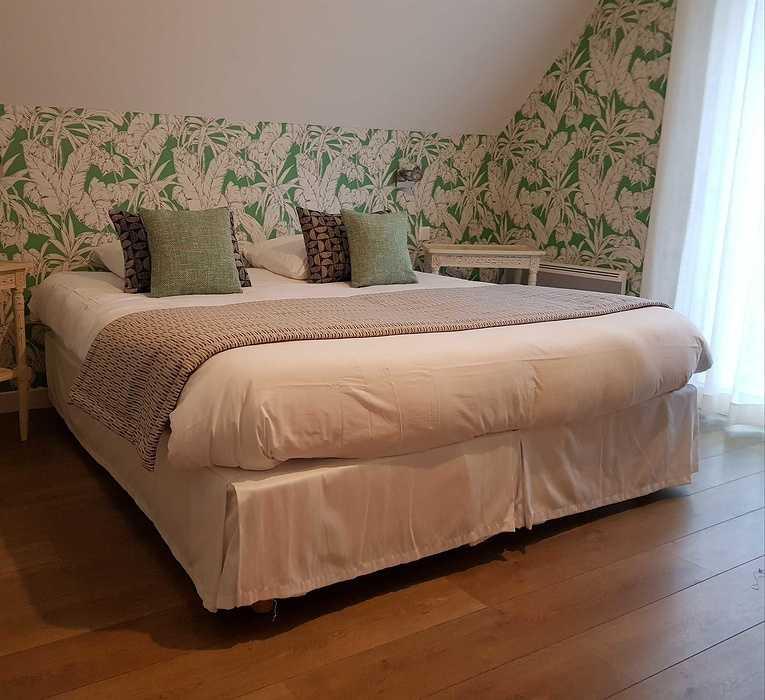 Décoration d''une chambre d'hôtel Les Agapanthes -Ploubazlanec (22) 7973384929068616193482522909723910771572736o